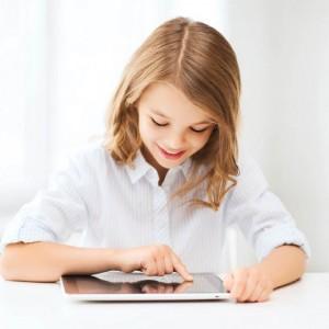 FILLE TABLETTE-Shutterstock