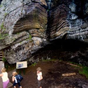 Sentiers La Grotte des fées Crédit Robert Baronnet