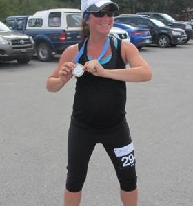 Isabelle Turbide qui a participé à une course de  5 km avec sa 38e semaine.