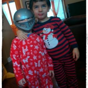 Éliott et Édouard, chevaliers unis dans l'amitié!