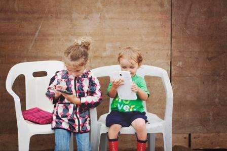 Mes enfants avec MES bidules électroniques. Photo: Marie-Andrée Pilote