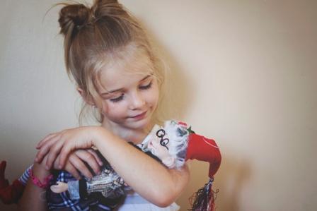 Ma fille avec son lutin chéri. Photo: Marie-Andrée Pilote