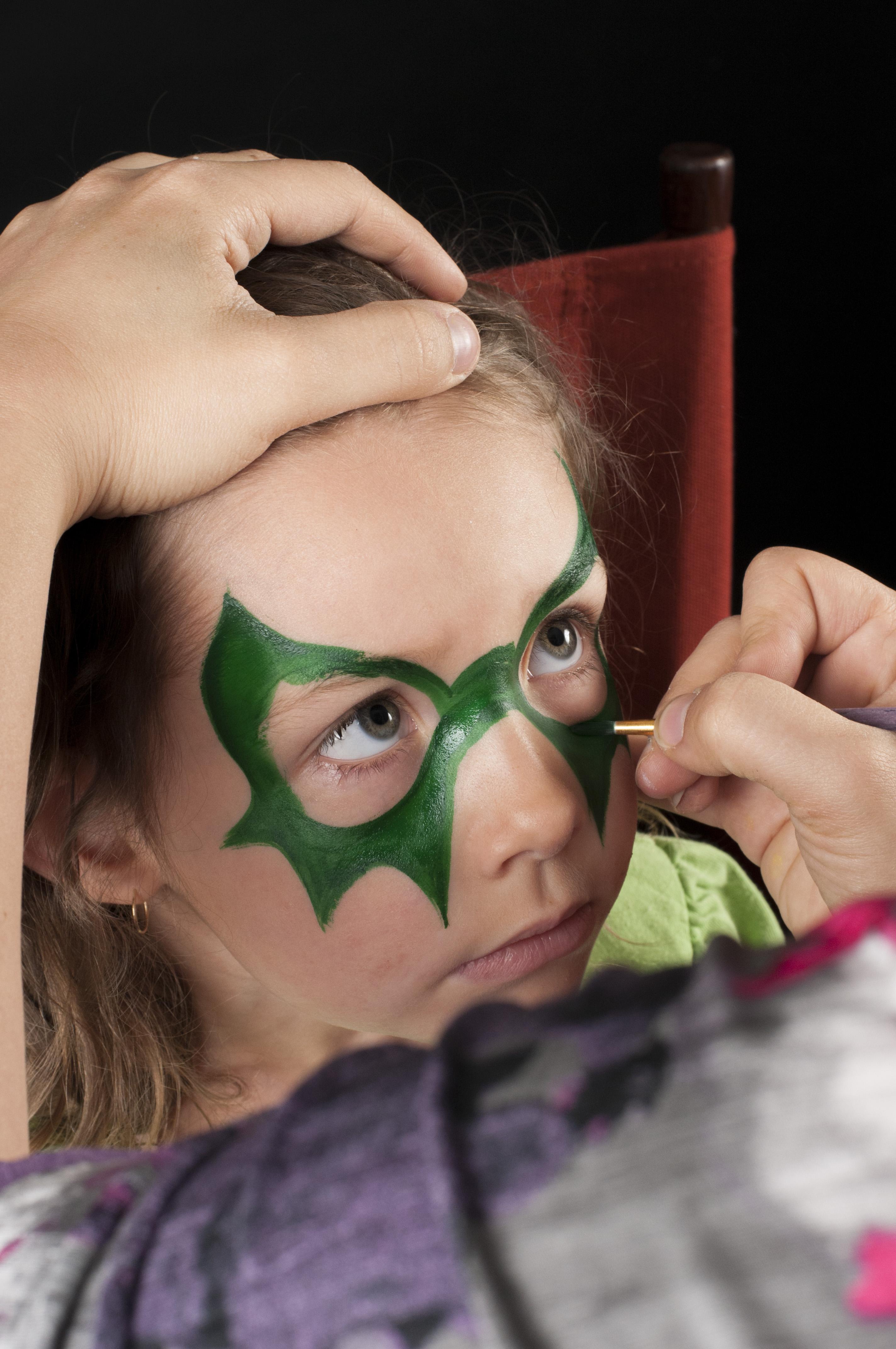 enfants qu bec astuces de pros pour un maquillage magique enfants qu bec. Black Bedroom Furniture Sets. Home Design Ideas