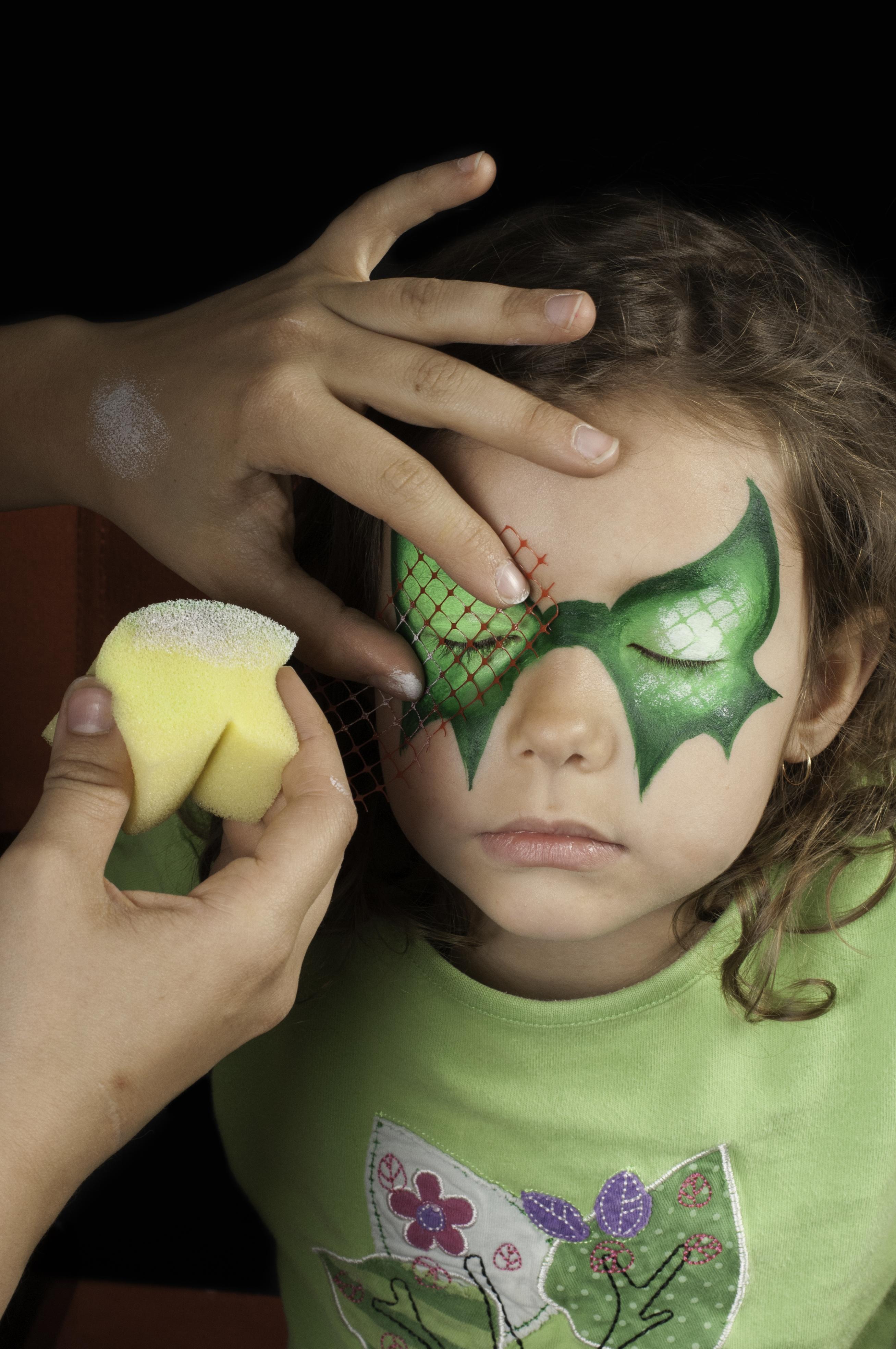 Enfants qu bec astuces de pros pour un maquillage magique enfants qu bec - Maquillage de sorciere facile a faire ...